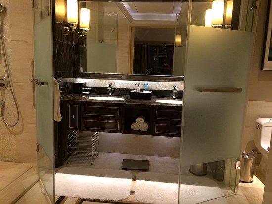 Huai'an, China: The main bathroom had separate tub, shower, WC