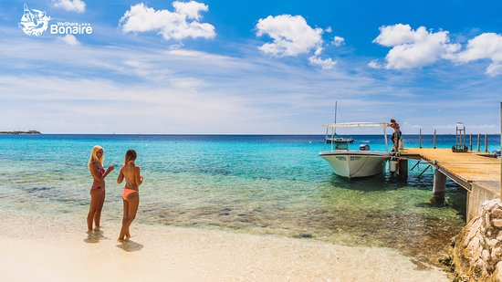 Kralendijk, Bonaire: Carib Inn beach access and dock.