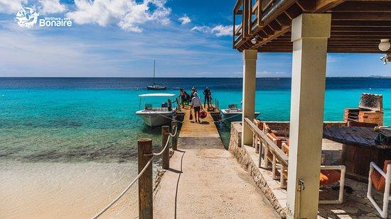 Kralendijk, Bonaire: Carib Inn dock.