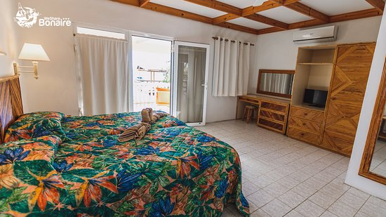 Kralendijk, Bonaire: Carib inn Ocean view apartments.