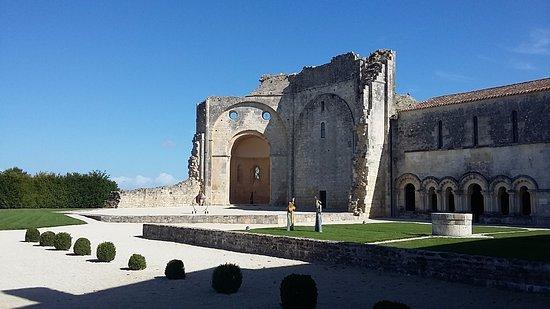 Abbaye de Trizay