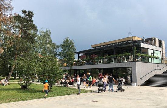Pardubice, República Checa: Tyršovy sady a krásná kavárna Galerie café
