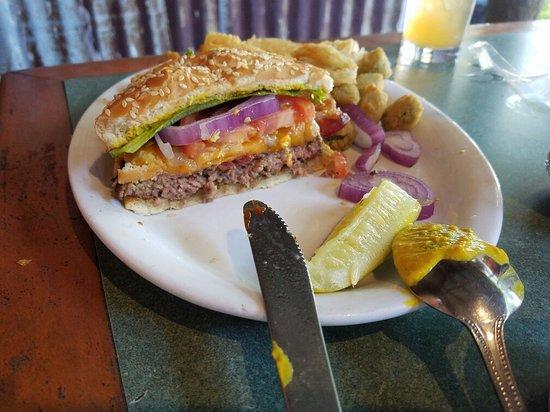 ทอมบอลล์, เท็กซัส: Southern Burger and Fried Chicken on Toast