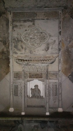 Yangzhou, Chine : One of the altars