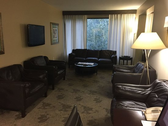 Sheraton Chapel Hill Hotel: Interior Of The Club Lounge