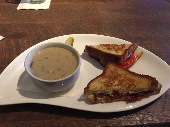 Exton, Pensilvania: Mushroom Soup and Grilled Cheese