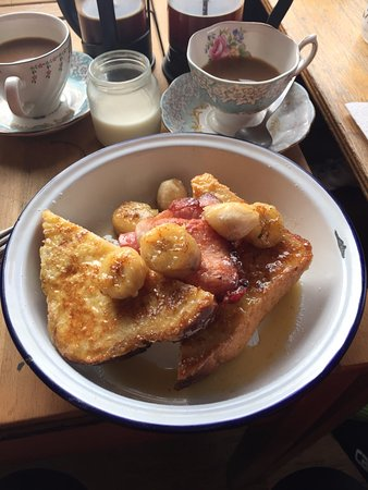 High Wycombe, UK: French toast and bacon...lovely