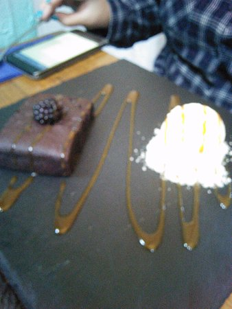 Newhaven, UK: Brownie with clotted cream ice.cream and caramel sauce