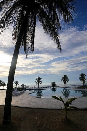 Cayman Brac: The pool is just amazing.