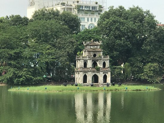‪Lake of the Restored Sword (Hoan Kiem Lake)‬