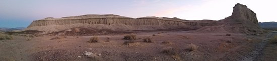 Shoshone, CA: Bigger than Dublin Gulch. Beautiful Formation.