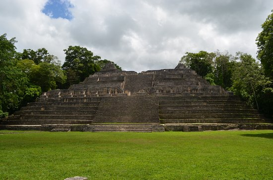 Cayo, Belize: Just one of many pyramids