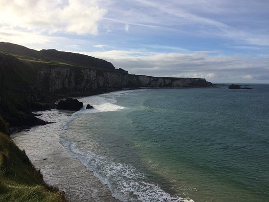 Ballintoy, UK: view on way to rope bridge