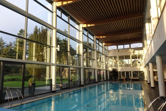 Castlemartyr, Irlandia: pool in theearly morning