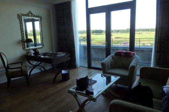 Castlemartyr, Irlandia: living room junior suite