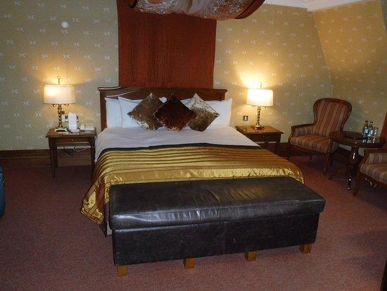 Killarney Plaza Hotel and Spa: Bedroom