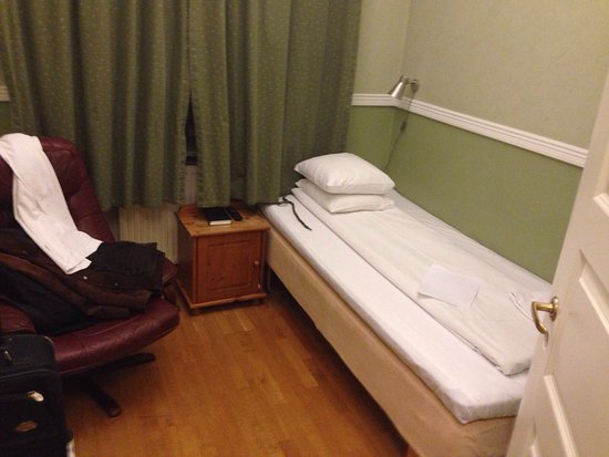 City Hotel Avenyn : Single first floor bedroom and facilities