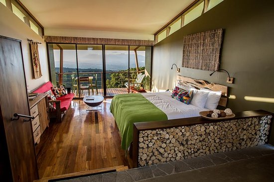 Naranjo, Costa Rica: Recibidor Suite at Chayote Lodge boasts amazing vies to four volcanoes and green valley!