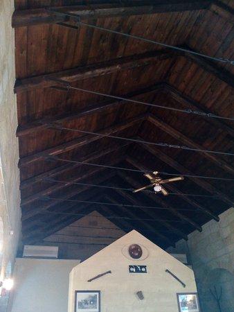 Gioia del Colle, Italy: Particolare soffitto , molto caratteristico