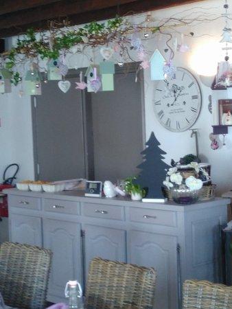 Perouse, França: Une décoration soignée