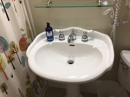 Broad Street Inn: Modern sink in antique style