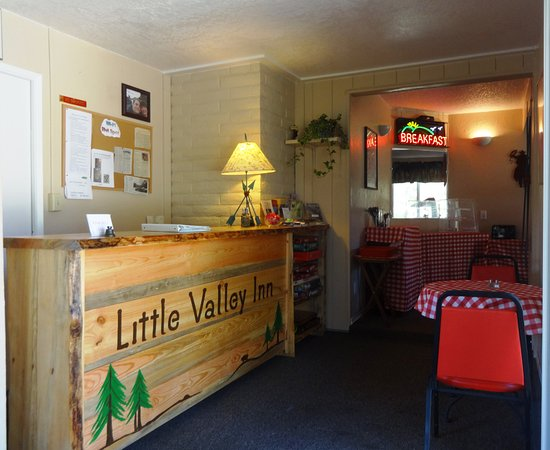 Little Valley Inn : Check-in area