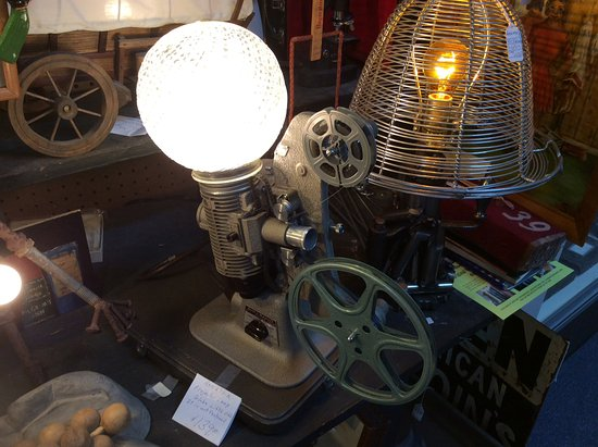Hagerstown, MD: Old projector turned into a lamp