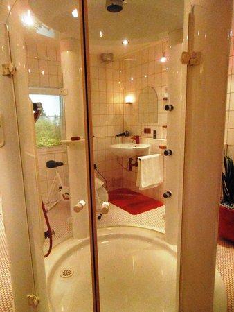 90\'s Shower - Picture of Hansgrohe Aquademie, Schiltach - TripAdvisor