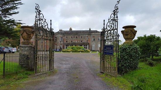 Bantry House & Garden: Entrance to Bantry House