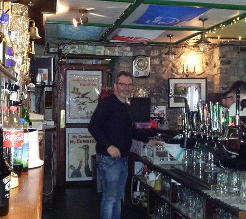 Slane, Irlandia: Andrew at Boyle's Pub.