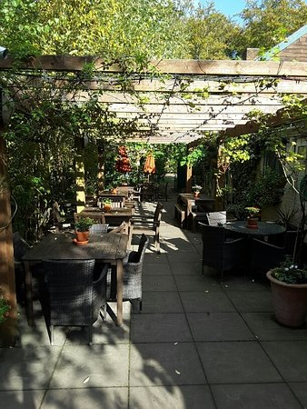 Camberley, UK: Dining area at the front