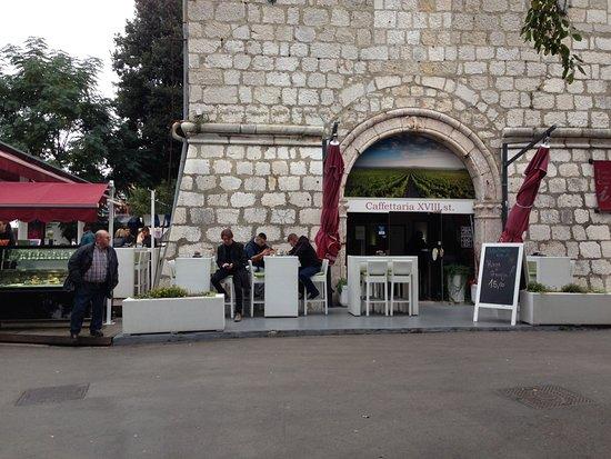 Krk, كرواتيا: Front entrance