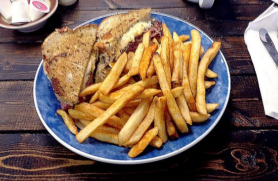 Seffner, ฟลอริด้า: Our Reuben Sandwich with Fries!