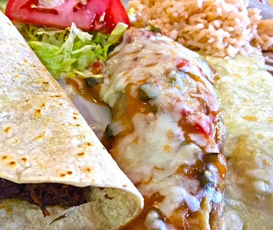 Midland, TX: Green Chicken Enchilada, Chili Relleno and a Superb Shredded Beef Soft Taco