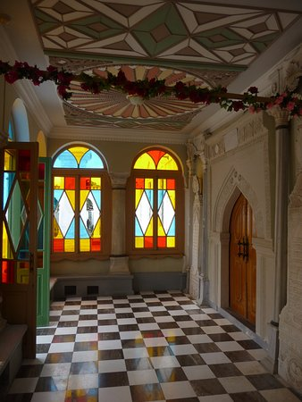 Karaite Kenesa of Yevpatoria: При входе в мечеть