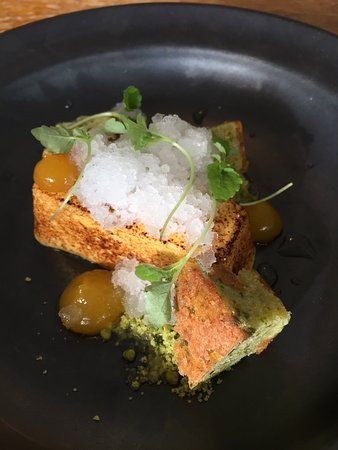 Petworth, UK: Our starters and desserts were sublime