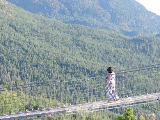 Squamish, Canada: Crossing the suspension bridge
