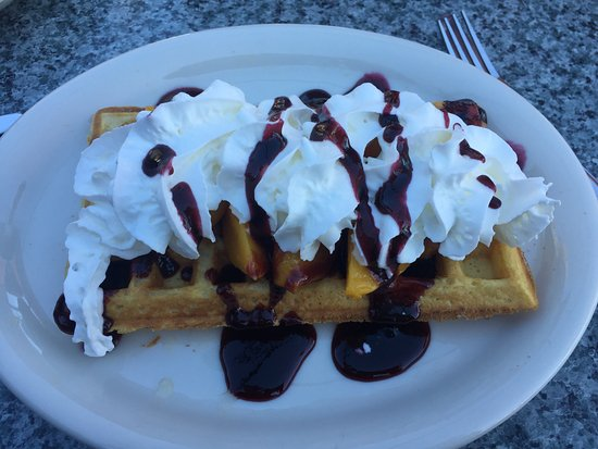 Lake Arrowhead, كاليفورنيا: Peach Melba Waffle