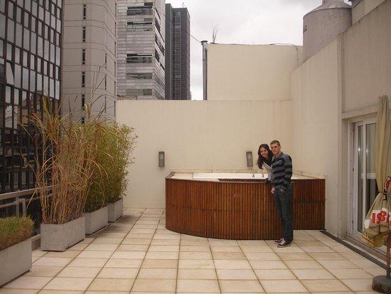 Fertilia Downtown Apartamentos: varanda da cozinha do café da manhã