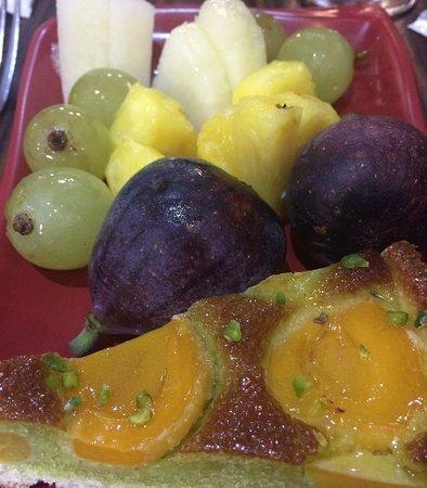 Rivesaltes, Francia: sale de fruits frais, tarte abricot-pistache