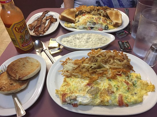 Reedsburg, WI : Veggie and SW omelets, excellent!