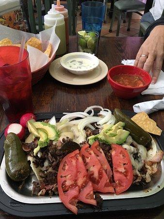 El Rey del Taco: Great food and atmosphere, definitely Authentic !