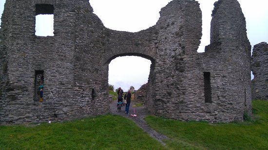 Newcastle Emlyn, UK : castle from car park
