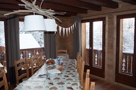 Macot-la-Plagne, Frankrijk: Chalet Perle dining table