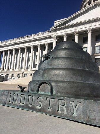 Utah State Capitol : beehive sculpture