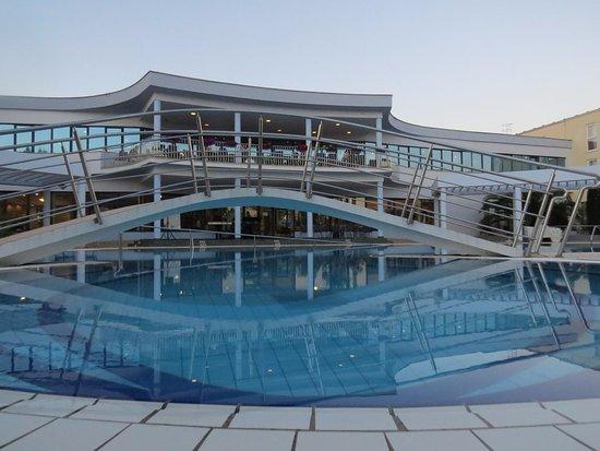 Starigrad-Paklenica, Kroatien: View at the swimming pool