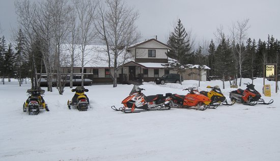 Gimli, Canadá: Paul's Grill is located on one of the Snoman Inc. groomed trails and welcomes snownmobilers.