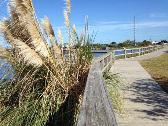Surf City, Carolina del Norte: Boardwalk at Soundside Park