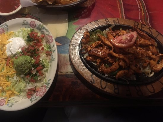 Cary, Carolina do Norte: Fajita and guac salad