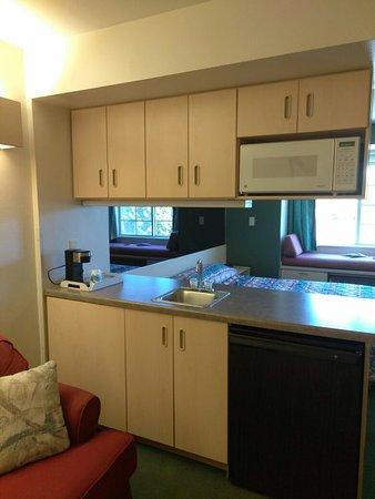 Mariner's Village at Carlyle Lake: Lovely, Updated 1 King Bed Suite at Mariner's Village Carlyle, IL